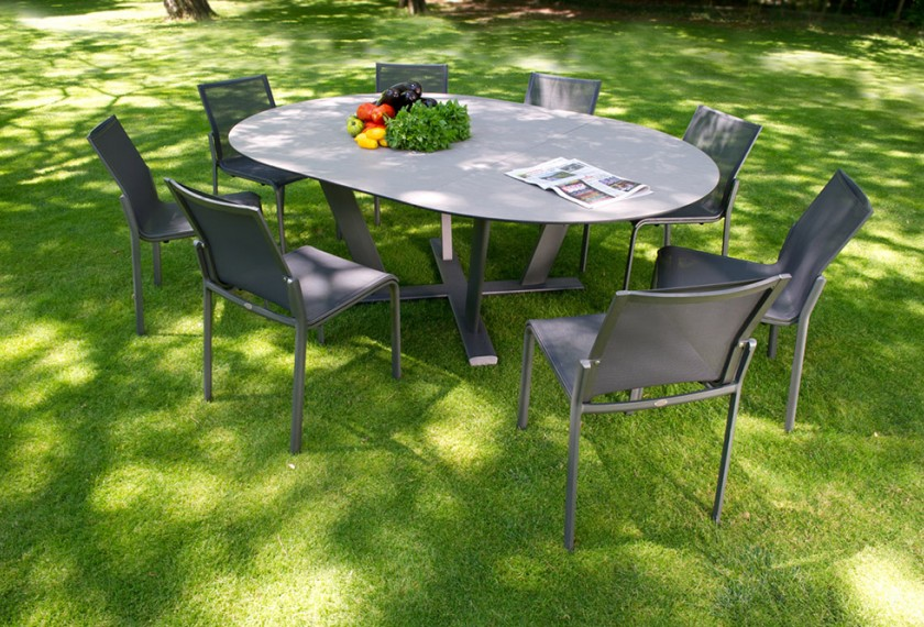 Acheter table hegoa ronde les jardins meubles valence 26 for Table exterieur gazon