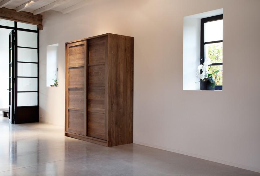 acheter armoire kd en teck avec portes coulissantes meubles valence 26. Black Bedroom Furniture Sets. Home Design Ideas